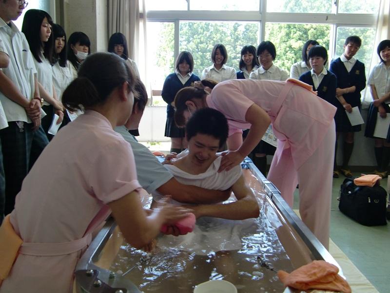 尚志高校入浴デモ