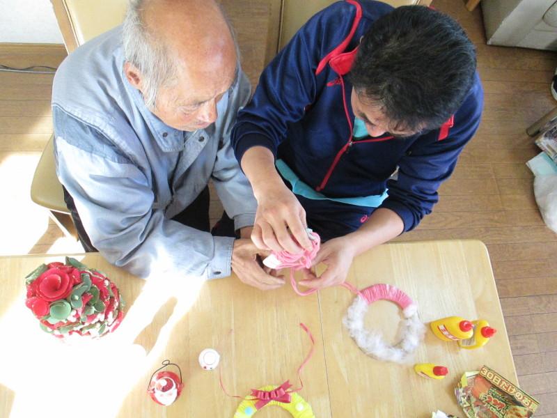 須賀川支店:丸光デイサービス『手作りクリスマスリース』