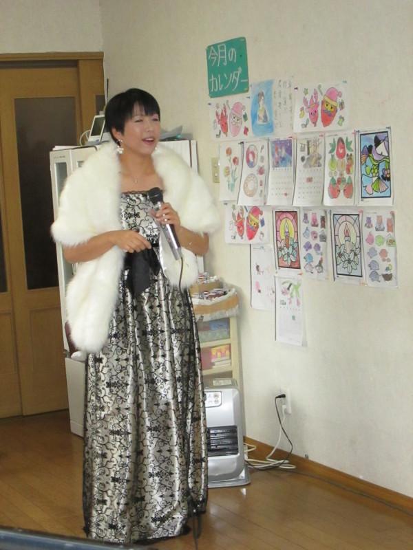 須賀川支店:丸光デイサービス『ボランティアによる歌披露』